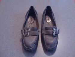 Women's Pewter Soft Leather Bare Traps Padora Size 9 M Side Buckle Detail