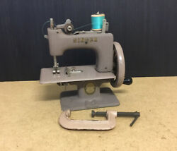 Old Antique Vintage Singer Tan 20-10 Childs Toy Miniature Sewing Machine Wo