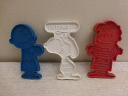 Vintage Lot Of 3 Peanuts Characters Plastic Cookie Cutters Snoopy Linus Charlie