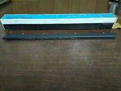 Nos Gm 85-90 Chevy Corvette Tuned Port Injection Rh Front Fender Molding