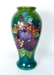 Moorcroftand039 Finch And Baie And039design Grand Vase 1990and039s Fabriquandeacute En Angleterre