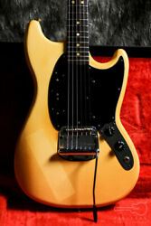 Fender Mustang 1977 Electric Guitar With Hard Case From Japan [fedex]