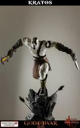 God Of War Lunging Kratos 1/4 Scale Statue