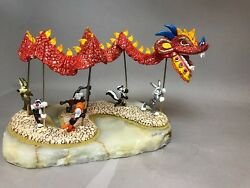 China Dragon W/ Wile,pepe,taz,sylvester,daffy And Bugs  Ron Lee Direct