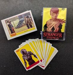 Topps Stranger Things Season 1 COMPLETE BASE SET (100) + STICKERS (20) IN CASE+