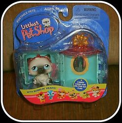Littlest Pet Shop 2004 Grey & White Cat with Carrier CaseVintage Very RARE