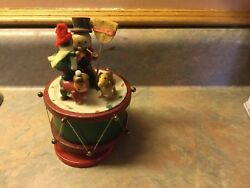 Russ Old Fashioned Wooden Music Box Vintage Christmas Carolers And Dog Vintage New