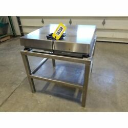 Used 2500lb Stainless Steel 32andquot X 32andquot Platform Scale W/ Stand