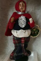 Byers Choice The Carolers Woman Carrying Basket Of Apples In Red Plaid/black/wh