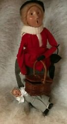 Byers Choice The Carolers Woman With A Child And Basket In Red Gray White