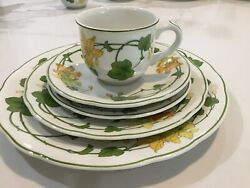 Villeroy And Boch Eight 5 Piece Place Settings Geranium Discontinued Pattern