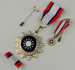 Set Wwii Chinese Kmt General Medal Badge Order Of Blue Sky And White Sun And Box
