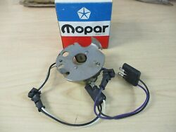 Mopar Pick-up And Plate - Nos - 1977 Char / Cord / Fury 318 - P/n 3874839