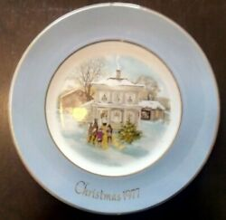 Wedgwood 1977 Christmas Cabinet Wall Plate For Avon..22cms