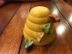 Vintage Bumble Bee Measuring Cup Set In Yellow By Menschick-goldman Mg