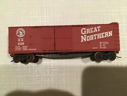 Micro Trains 43196 N-scale 40ft Wood Sheathed Boxcar Great Northern Gn 3596