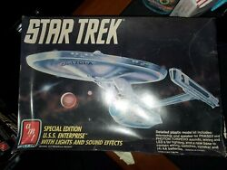 Amt Ertl Star Trek Special Edition U.s.s. Enterprise With Lights And Sound Effects