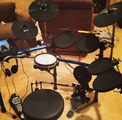 Simmons Sd1000 Kit With Roland Snare Drum 4 Toms 3 Cymbols Seat Bass Pedals