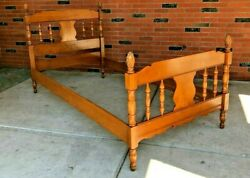 Vintage Solid Maple Twin Size Bed Frame W Siderails And Pineapple/acorn Ds19
