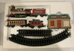 Dickensville Express Collectables Christmas Train Set 1996. Complete And Working
