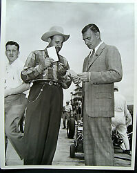 Clark Gable Rare Candid 1950 Photo Signing Autograph And Info Snipe On Photo