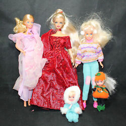 Lot Of 5 Barbie Dolls And Family With Outfits Cf01565