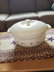 Longaberger Woven Traditions Pottery Traditional Red-4 Qt Covered Casseroleeuc