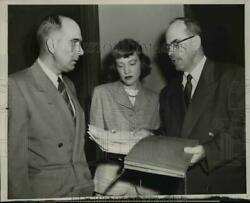 1952 Press Photo Pe Ford And Dorothy Hunt Represent Dupontand039s Anti-trust Charges