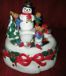 1996 Avon Musical Ice Pond Twirling Skaters Mice Snowman Merry Christmas Winter
