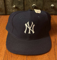 Brand New With Tags Vintage Logo 7 Mlb New York Yankees Wool Snapback Hat