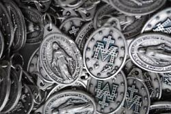 Catholic Italian Miraculous Medal - Huge Lot 100 Medals - Free In Usa Shipping