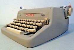 Vtg 1957 Royal Quiet De Luxe Manual Typewriter With Hard Case And Key Working