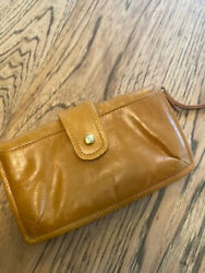 HOBO INTERNATIONA CAMEL COLOR LEATHER WRIST WALLET RECONDITIONED VERY GOOD $35.00
