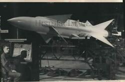 1955 Press Photo William Henschel With Nike Missile At Milwaukee Automobile Show