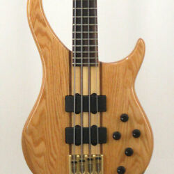 Peavey Cirrus Red Oak With Hard Case