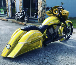 Victory Cross Country Bagger Stretched Saddlebags / Fender No Lids