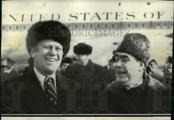 1974 Wire Photo Gerald Ford And Leonid Brezhnev At Airport. - Spw01579