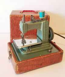 Vintage Betsy Ross Childs Mini Electric Sewing Machine Case Works Gibraltar 707