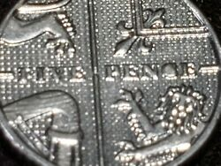 1-2012 5 Pence British Coin With Mint Error Plugged C