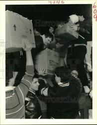 1989 Press Photo Slidell High School Students Load Cans In A Food Drive-contest