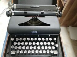 Vintage 1930s Quiet Deluxe Royal Typewriter W/case Portable A Type Black Ribbon