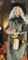 Byers Choice Halloween Witch With Spider Pumpkin Pie Basket Flowers 2021 Sold Ou