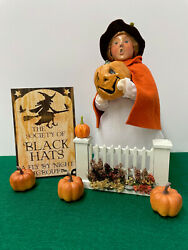 Byers Choice Little Halloween Witch Holding Jack-o-lantern Plus Accessories