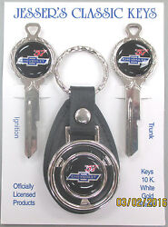 And03957 Chevy Tri Five Chevrolet 1957 Bow Tie Deluxe Classic White Gold Key Set Nos