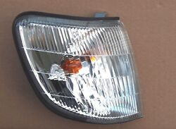 SUBARU Forester 2001-2002 front Right signal indicator lights lamp assembly OEM