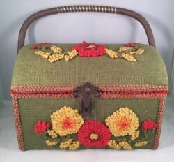 Vintage 1970's Floral Yarn Embroidered Box W/lid - Knick Knacks,jewelry, Notions