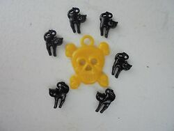 Vintage Style Halloween Charms-Plastic-Gum Ball--Skull-Yellow Black Cats-7 Charm