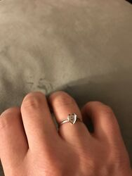 18k White Gold And Diamond Heart Ring Size 6