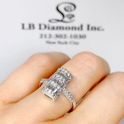 0.82 Ct Diamond Ring Round And Baguette Diamonds In 18k White Gold