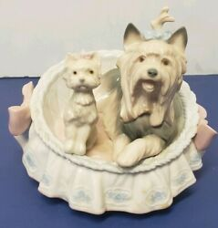 Lladro Figurine 6469 Our Cozy Home 4.75